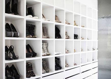 Inloopkast met ruimte voor schoenencollectie