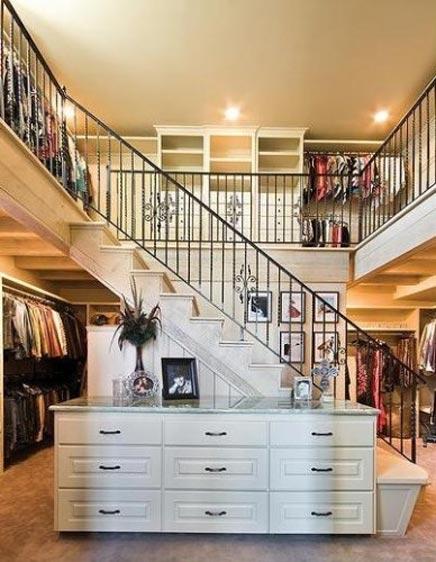 Begehbarer kleiderschrank frau traum  Begehbarer Schrank mit zwei Etagen | Wohnideen einrichten
