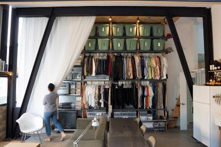 Zweeds Gemixt Appartement : Inloopkast van minimalistisch appartement in zweden inrichting