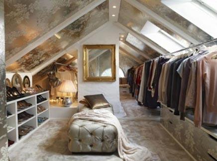 Begehbarer kleiderschrank im Dachgeschoss