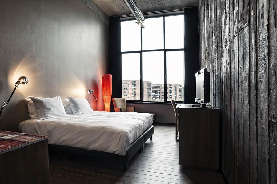 inntel-art-hotel-eindhoven-houten-planken-muur