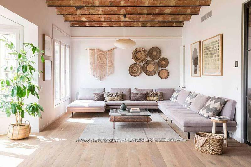 Interieur uit Barcelona met natuurlijke materialen en zachte kleuren