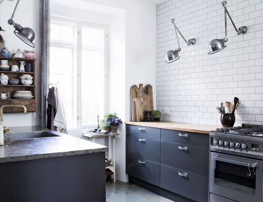 Loft woonkamer met stoere open keuken inrichting - Keuken industriele loft ...