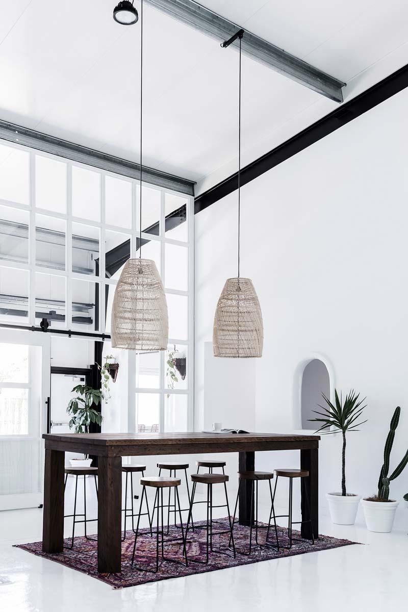 kantoor inrichten tips informele vergadertafel - barkrukken