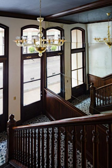 Kantoor ontwerp met gothic-sfeer