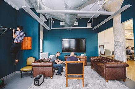 Kantoor ontwerp van marketing bedrijf sailthru for Ontwerp kantoorinrichting