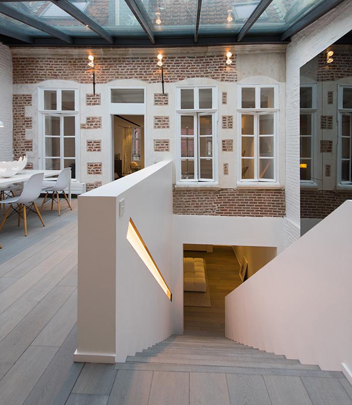 Karakteristieke woning met een modern en strak interieur inrichting - Interieur modern design ...