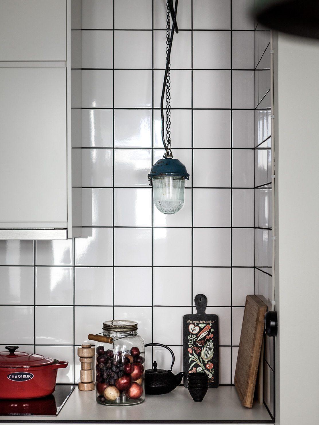 keuken-achterwand-witte-vierkante-wandtegels