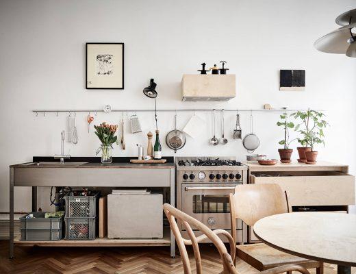 Keuken met combinatie van RVS en underlayment