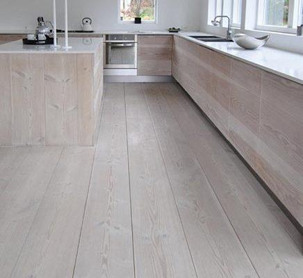 Keuken van houten vloerdelen
