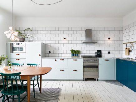 Keuken in mintgroen en petrol blauw
