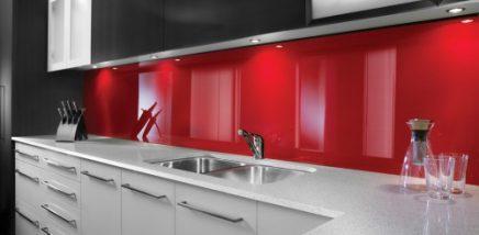 keuken-plexiglas-rood-500x245