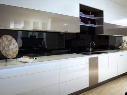 keuken-plexiglas-zwart-500x372