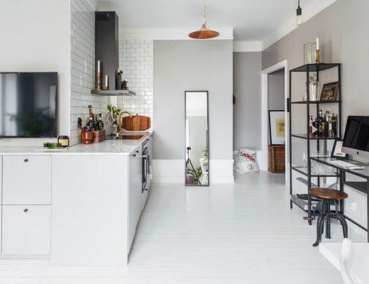 Keuken-tv-meubel-combinatie in een kleine L-vormige woonkamer
