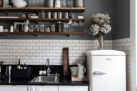 Keuken met witte Smeg koelkast