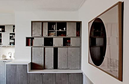 Küche von Workstead mit Schiebetüren