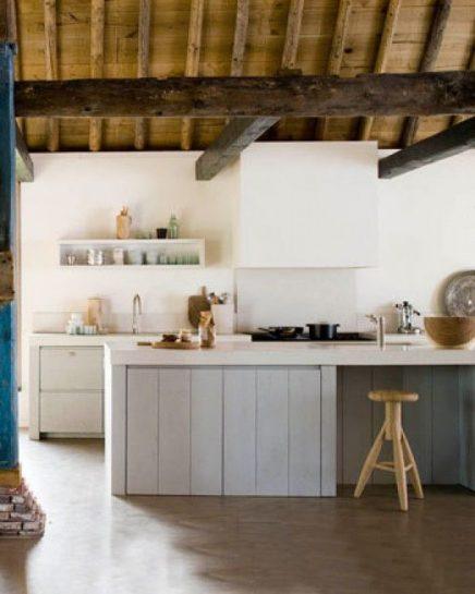 keukeneiland met barkrukken