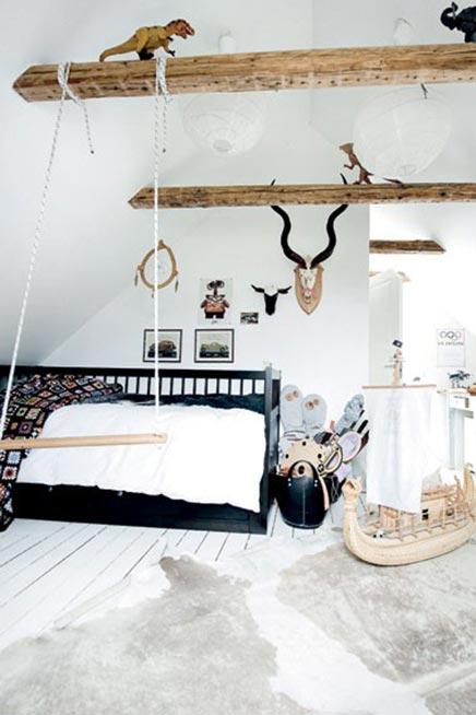Kinderkamer met houten balken
