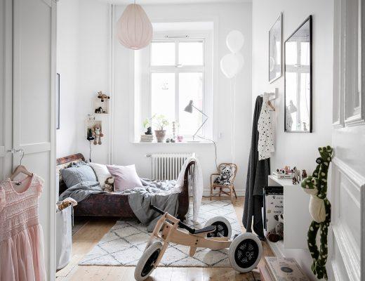 Deze kinderkamer is super leuk ingericht met hele mooie meubels en decoratie