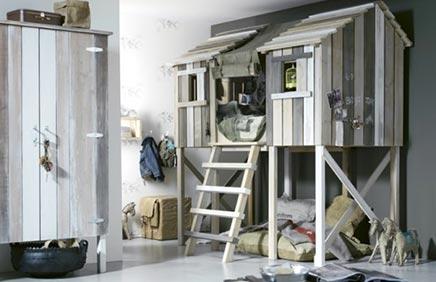 Kinderkamer met boomhut bed