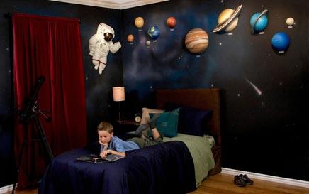 Kinderkamer met planeten thema inrichting - Kinderkamer ruimte ...