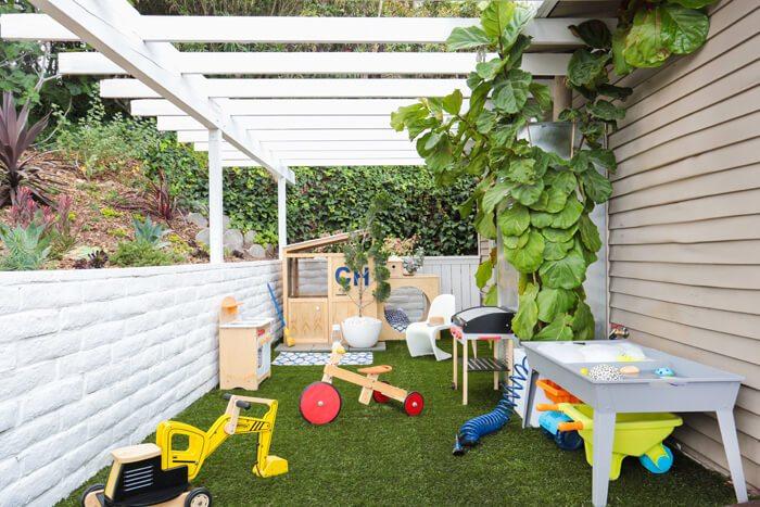 Deze kindvriendelijke tuin heeft een super leuke speelhoek!