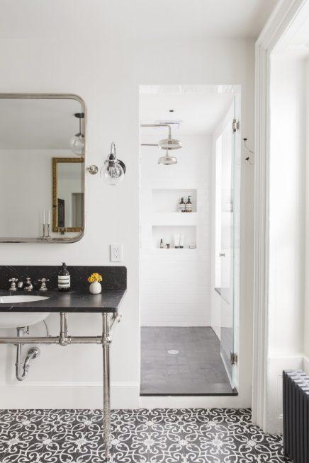 Klassieke badkamer met mooie patroontegels
