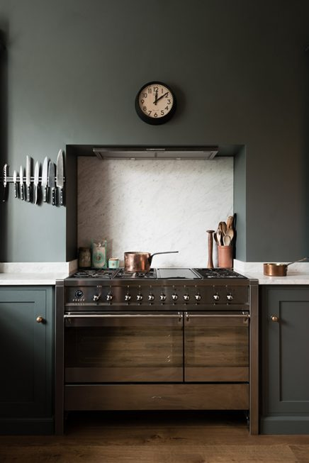 Klassieke mosgroene keuken van deVol  Inrichting-huis.com
