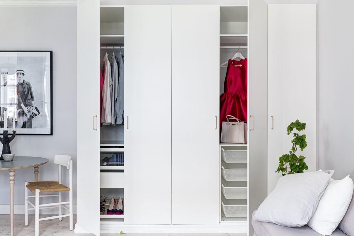kledingkast-woonkamer-klein-appartement