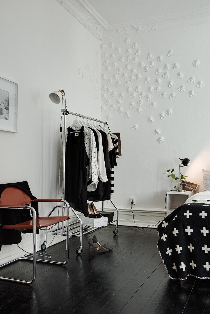 Styling in een scandinavische slaapkamer inrichting - Huis slaapkamer ...