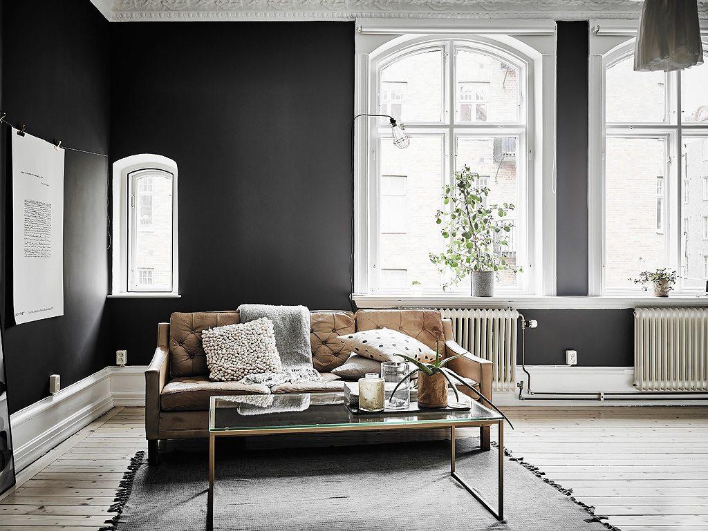 Klein appartement met stoere zwarte muren