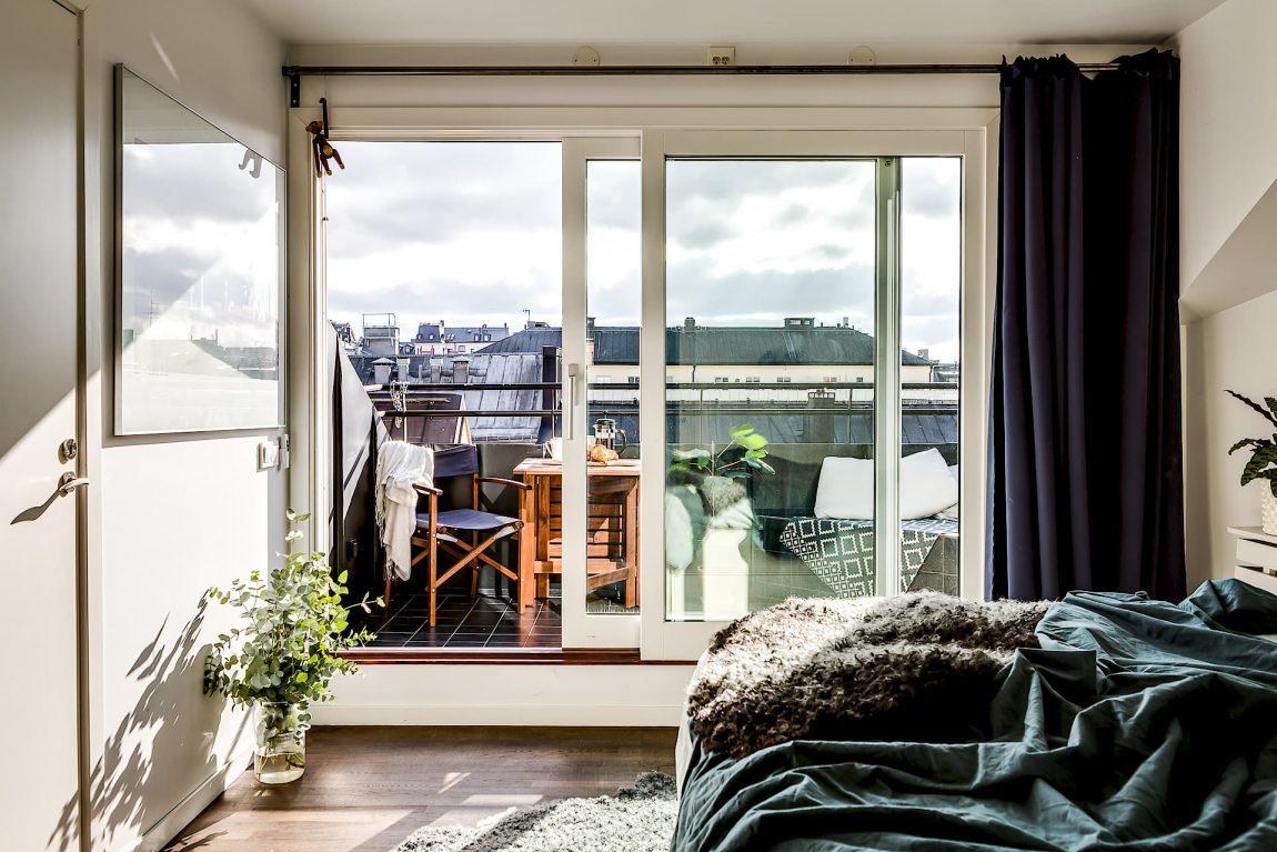 Hangmat Op Balkon : Klein balkon inrichten met een vaste bank tafel én hangmat