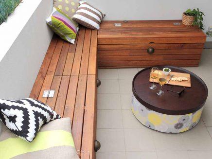 Klein balkon als verlengde van kleine woonkamer