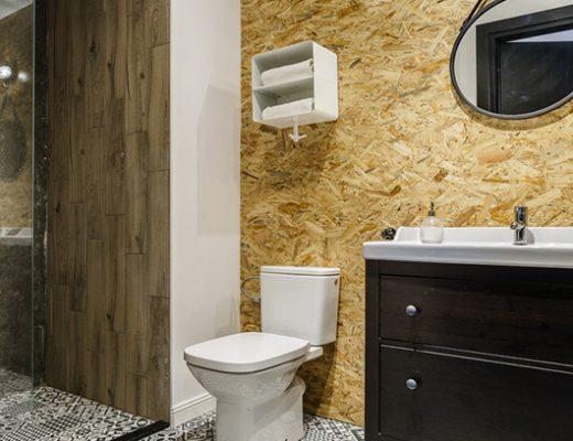 Kleine badkamer met stoere materialen