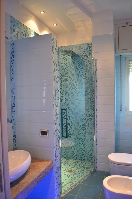 Kleine badkamer met blauwe tinten | Inrichting-huis.com