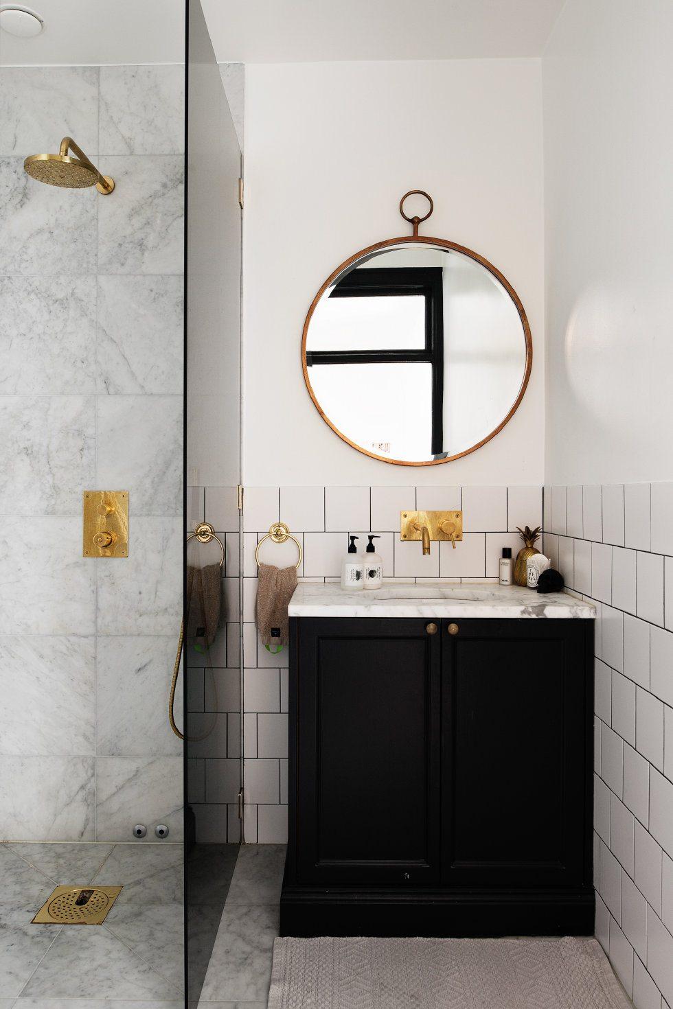 Kleine chique klassieke badkamer