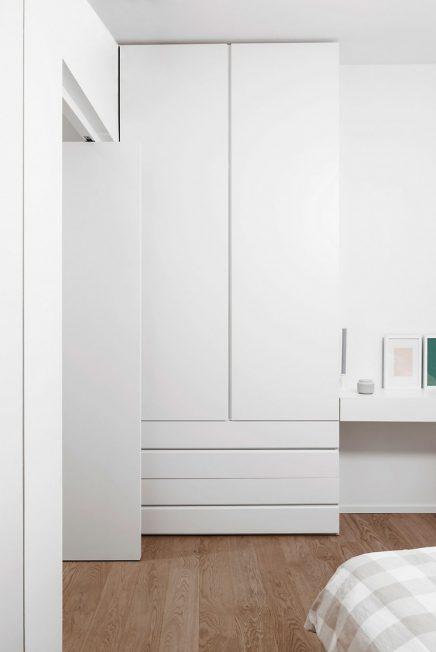 Kleine inloopkast met pivot deuren