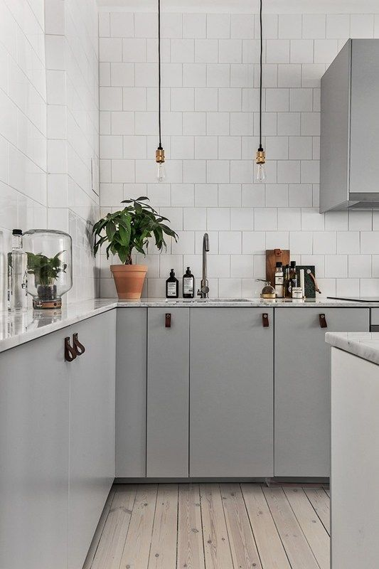 Kleine keuken achterwand betegelen tot aan het plafond