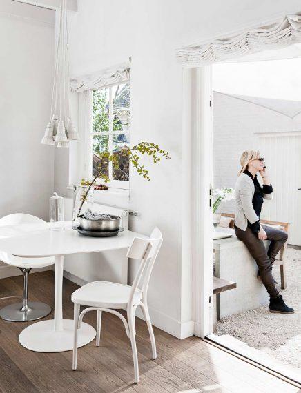 Kleine landelijke villa met Scandinavisch modern interieur ...