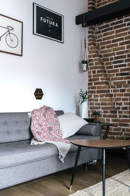 Kleine ruimtelijke woonkamer met een stoer tintje