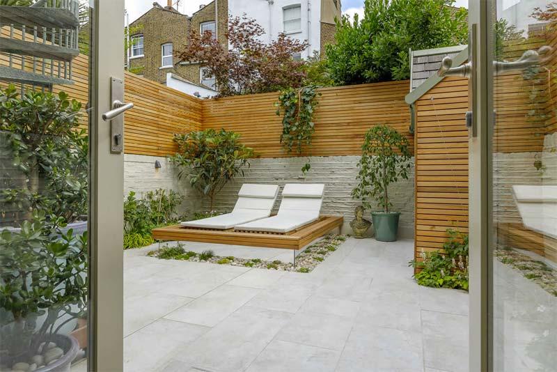 kleine tuin ideeën rechthoekige tegels in breedte leggen