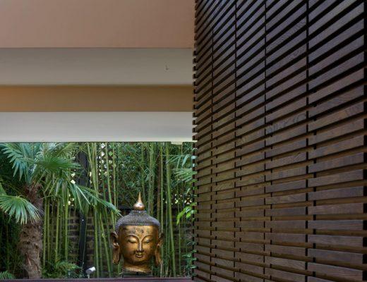 Kleine tuin met intieme sfeer met boeddhabeeld
