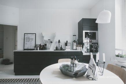 Kleine werkplek mag glazen schuifdeur in de keuken