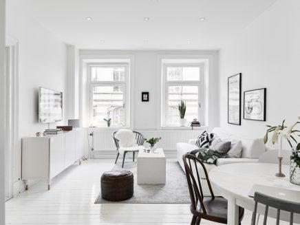 kleine witte woonkamer met witte meubels inrichting huis
