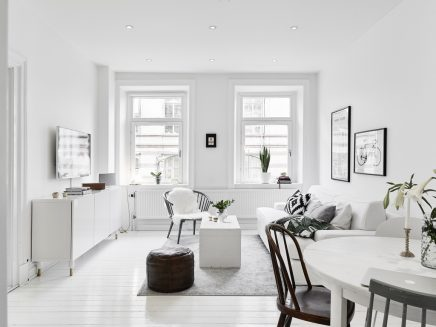 Kleine witte woonkamer met witte meubels | Inrichting-huis.com