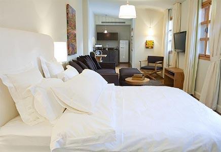 Kleine woonkamer met mini loft
