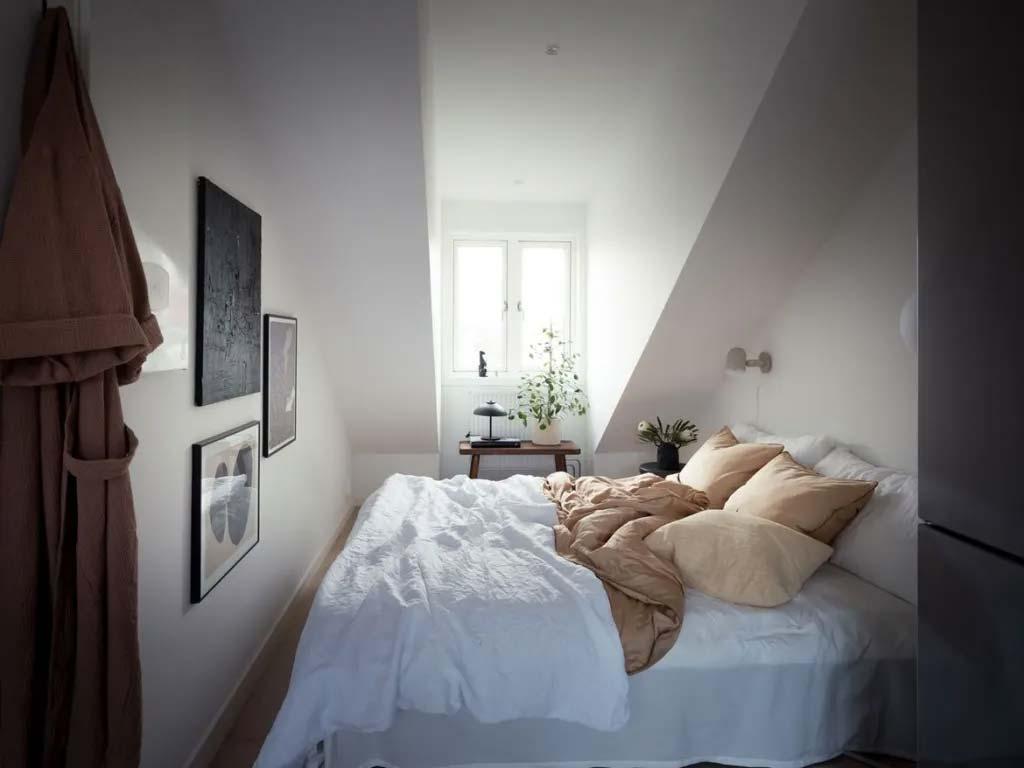 kleine zolder slaapkamer schuin dak dakkapel