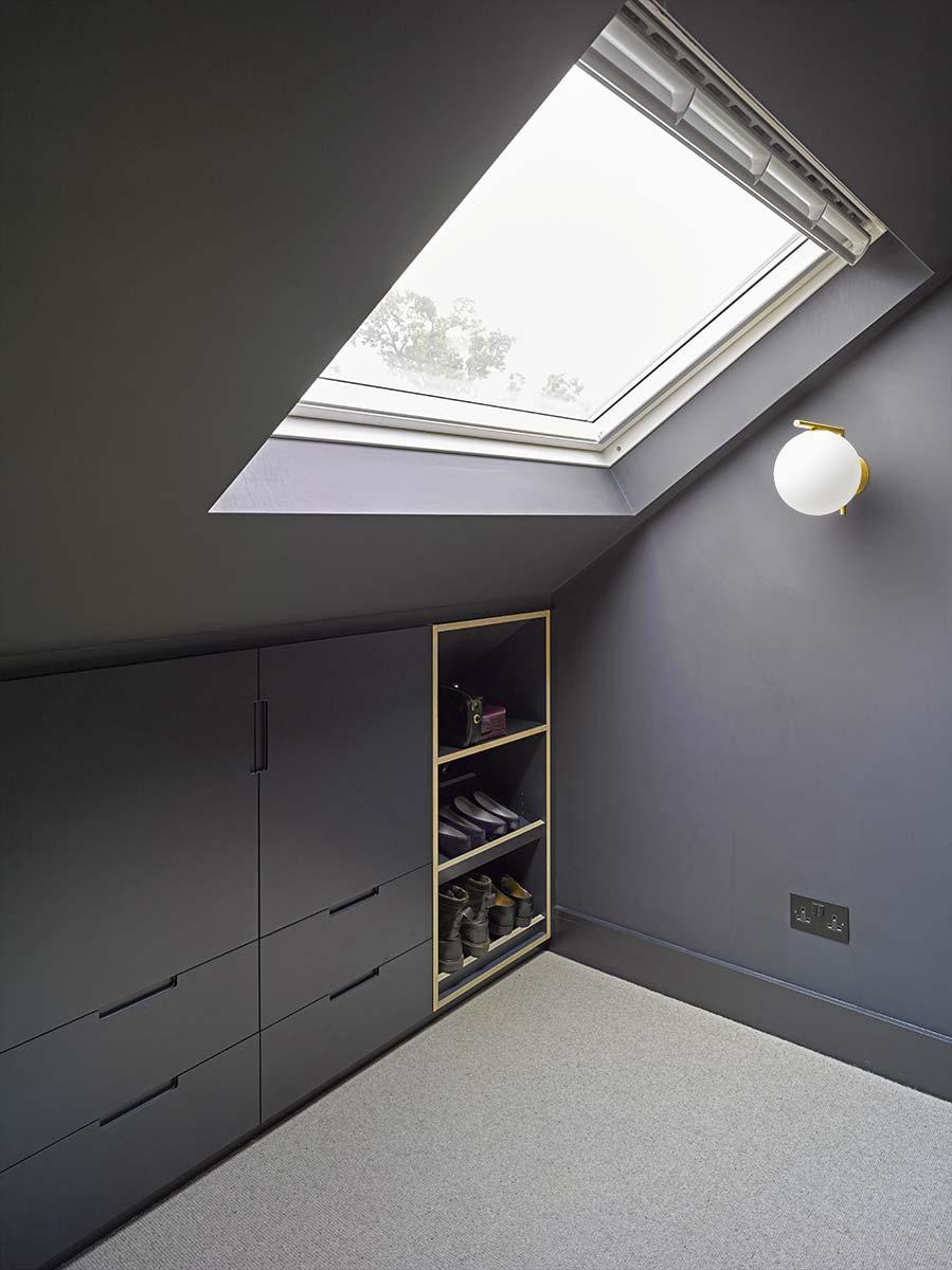 kleine zolder slaapkamer schuin dak kast op maat
