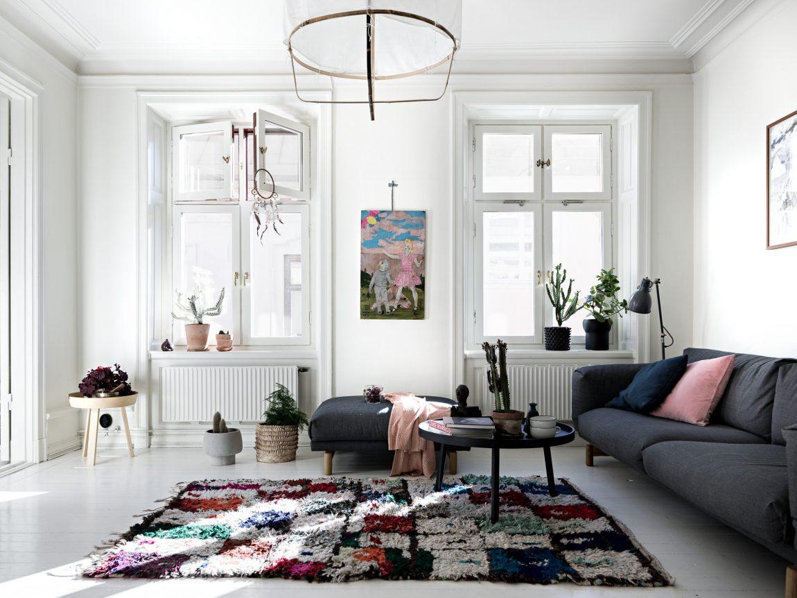 Kleurrijke witte woonkamer | Inrichting-huis.com