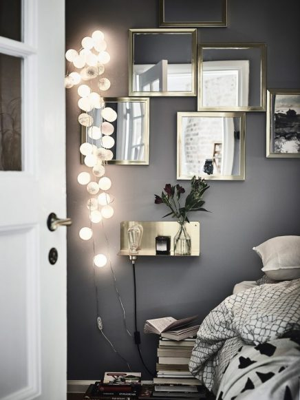 Knusse slaapkamer met grijze wanden en gouden details  Inrichting ...